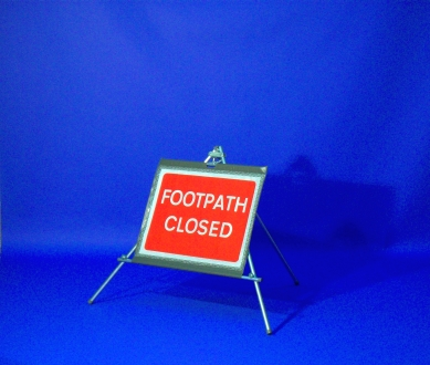 Quazar footpath closed sign - 600 x 450mm