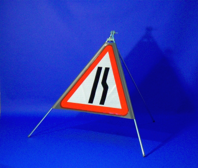 Quazar triangular road narrows sign (RH) - 600mm